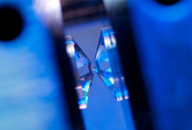Wodór metaliczny w formie stałej
