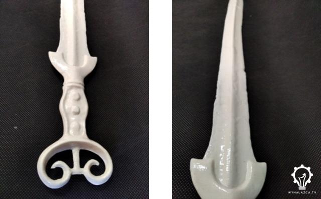 Widok wydrukowanego miecza po obróbce acetonem