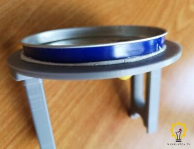 Górna pokrywa silnika Stirlinga z przyklejoną puszką
